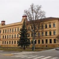 1. osmiletá střední škola (dnes ZŠ 17.listopadu Jičín)